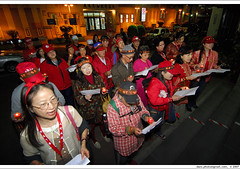sing for public prosecutors 天使行動, 2007/2/13 pm 20:01:54 (*dans) Tags: protest taiwan photojournalism demonstration taipei 2007 nonviolence anticorruption 台北地方法院 antigraft 倒扁 depose deposechen anticorruptionanddeposechen 百萬人民反貪倒扁 反貪腐救台灣 onemillionpeopleagainstcorruption 反貪倒扁 紅衫軍 紅花雨 millionvoicesagainstcorruption 國務機要費案 天使行動 20070213
