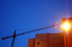 Crane of light (ManuelChao [ MoMoChao / ManuChao]) Tags: blue light building luz azul farola crane empty edificio picasa grua strretlamp