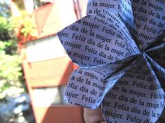 Día de la Mujer (Julián Arias Maetschl) Tags: chile macro mujer origami flor explore papel xd felizdíadelamujer flordeorigami