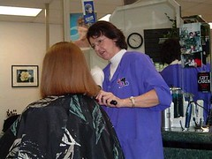 nylonkapsteraubrie8 (zermat31) Tags: haircut barbershop capes barber hairdressers