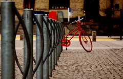 Don't let your bike alone II (Caballerophotos) Tags: street göteborg sweden suecia abigfave superbmasterpiece 1on1urban 1on1urbanphotooftheday 1on1urbanphotoofthedaymar2007