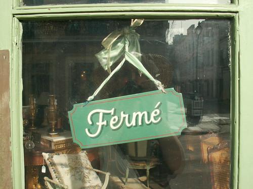 Sign: Fermé