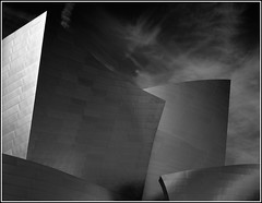 Disney Hall (Chris28mm) Tags: california blackandwhite bw usa film architecture analog losangeles reflective 4x5 frankgehry photoart largeformat disneyhall redfilter acros toyo peopleschoice 210mm artitecture picswithframes chris28mm irresistiblebeauty creativephotographers adoublefave artofthelight copyright2007chrisjackson fixedshadows