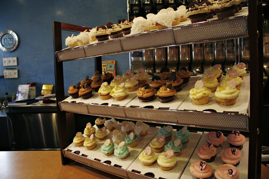 Free Mini Cupcake This Month At Mini S Cupcakes In Salt