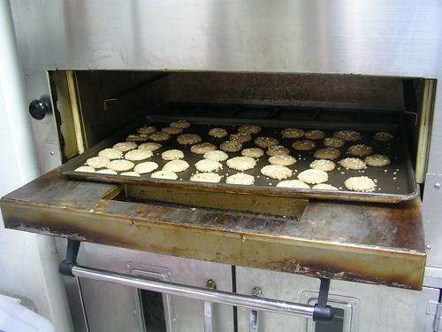 烘烤咖啡小餅的烤爐@永和救國團兒童烘焙班