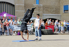 aj 07 (entertrain) Tags: streetperformer streetentertainer ajjames andrewhudspith