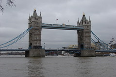 Tower Bridge (Marcio Cabral de Moura) Tags: uk greatbritain inglaterra trip winter vacation england london tourism rio thames towerbridge river geotagged europa europe janeiro cloudy unitedkingdom sony january frias londres gb viagem nublado h2 inverno turismo oldcity thamesriver 2007 reinounido riotmisa tmisa visittheworldthetravelguide grbretanha