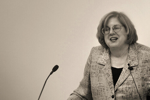 elaine showalter towards a feminist poetics essay