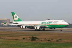 EVA AIR B747-400 B-16463 (Lin.y.c) Tags: plane airplane fly aviation air taiwan planes boeing 747 b747 tpe evaair b747400 b744 b16463 20070212