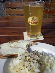 Handkäs mit Musik (BR3ITN3R) Tags: germany deutschland frankfurt main frau öl essig zwiebeln butterbrot kümmel apfelwein schoppen rauscher äppelwoi possmann stöffche handkäs speierling
