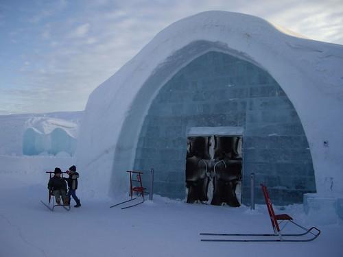 Ice Hote - The door