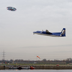 ufos_over_london (metamodeler) Tags: london ufo aliens closeencounters londoncityairport ufos marsattacks lcy ohmygawd