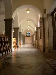 地下浴池的走廊