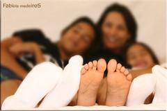 Domingo  dia!!!!!!!!!!!!!! - Sunday in a daze! (FABIOLA MEDEIROS) Tags: family feet familia brasil canon relax bed sunday lazy preguia domingo fotgrafa ribeiropreto fotoclube cousy cmeradeourobrasil fabiolamedeiros sudn fotografiaribeiropreto fotgrafaribeiropreto