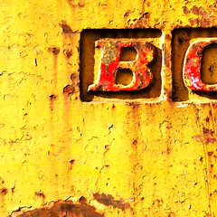 B (Rachel-B) Tags: old b red yellow square crust rust bo squarefoot cwd cwd143 cwdweek14 12inchsquare cwdweek14all cmwd cmwdyellow