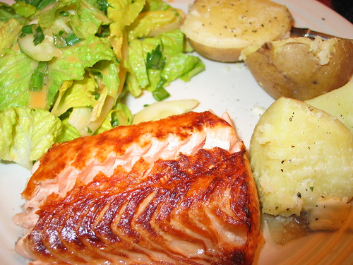 Broiled salmon, yukons, salad w/tomato ginger dressing