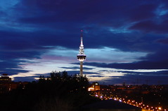 Madrid de noche (laurha) Tags: madrid city espaa tower luz night landscape lights noche europa torre ciudad paisaje nocturno telecomunicaciones pirul telecomunication