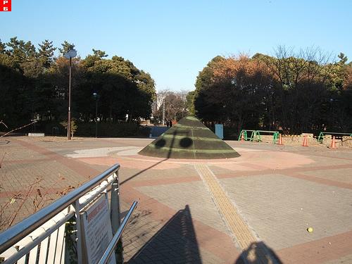 辰巳駅前のモニュメント
