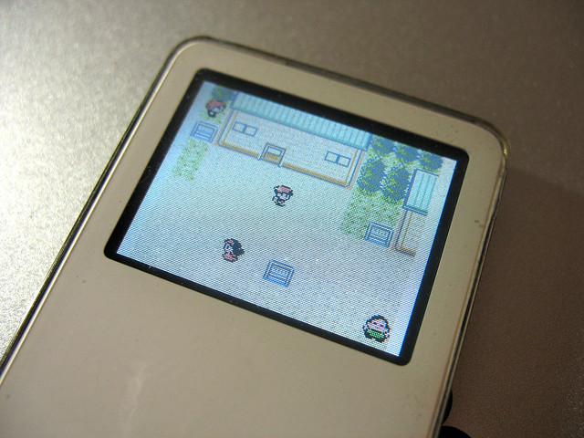 Playing Pokemon Crystal (Gameboy Color Game) on iPod nano