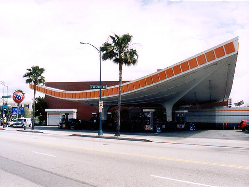 Endangered Luckman Pereira 76 Station in Beverly Hills