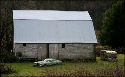 barn and car2