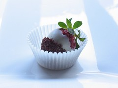 strawberry (kylie lambert (Le Cupcake)) Tags: wedding food photography strawberry pretty sydney strawberries australia foodphotography foodpresentation