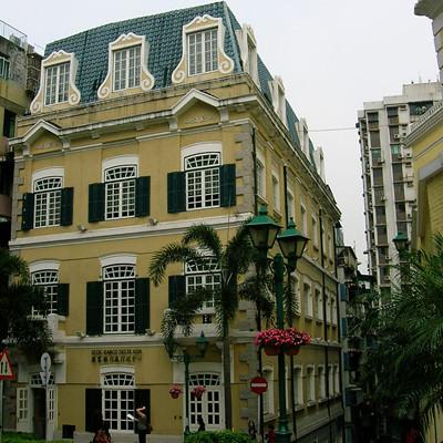 前地旁的滙業銀行行政中心