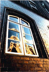 Protestant church seen in townhall-window / ev. Marienkirche im Spiegel eines Rathausfensters (Lbeck) (amras_de) Tags: reflection church window analog germany deutschland fenster sunday kirche alemania marienkirche lbeck altstadt hymn tyskland reflexion allemagne spiegelung sonntag protestant germania alemanha duitsland hanse chant hansestadt choral mirroring evangelisch alemanya almanya niemcy njemaka saksa nmetorszg skaland germanio  nmecko saksamaa alemaa nemecko abigfave  kirchenlied goldenphotographer wowiekazowie cntico nmska jermaniya  duutsland globalvillage2 innosacro
