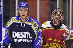 Bonk en Shields wachten (9PM Media) Tags: netherlands dave nederland icehockey kelly playoffs finale flyers tilburg bonk s