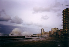 malecon (mm-j) Tags: 2001 film october havana cuba scan contax t2 scanfromarchives