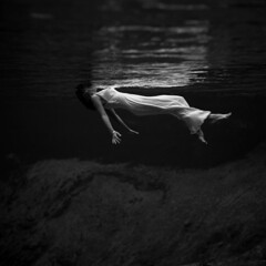 Toni Frissell: Weeki Wachee spring, Florida, 1947 (trialsanderrors) Tags: portrait fashion harpers blackwhite spring underwater florida floating tony 200 toni libraryofcongress bazaar submerged tonie 1947 frisell weeki wachee reposted weekiwachee harpersbazaar ladyinthewater 20070408 tonifrissell frissell frissel 2029959421