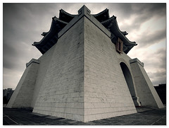 Chiang Kai-Shek Memorial Hall (staffh) Tags: china city urban building architecture facade hall memorial angle geometry wide taiwan wideangle staff kai metropolis taipei shek  chiang ultrawide  memorialhall chiangkaishek taibei