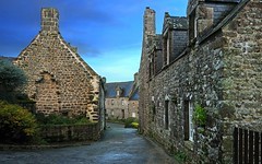 Locronan after the rain (David Giral | davidgiralphoto.com) Tags: house david france stone rural landscape landscapes nikon brittany europe village pierre bretagne villages breizh d200 29 paysage maison paysages bzh finistre beaux locronan giral nikond200 18200mmf3556gvr copyrightdgiral davidgiral francelandscapes pitorresque pitorresques ruraux