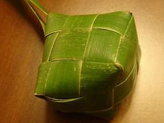 X2007 197 (PALASPAS) Tags: leaf philippines filipino woven weaving tamu palmleaves coconutleaves yakan plaiting ricepouches tausug