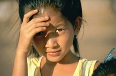 Shy girl (Ekkis) Tags: world trip portrait brown hot girl beautiful asian cycling eyes nikon asia asien warm south north shy east tropic braun f80 augen n80 laos northern ost nord sued maedchen huebsch ekki asiatin ekkis schuechtern