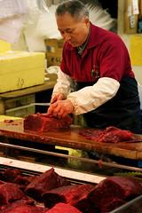 Coupeur de thon (J-ulien) Tags: fish japan market tsukiji japão japon atum thon thuna