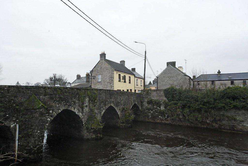 THE TOWN OF TRIM - BRIDGE OVER THE BOYNE
