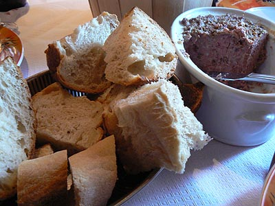 terrine et pain de campagne