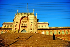 Tajulldin Mosque, Bhopal (lecercle) Tags: life morning windows light people india colour wire women steps mosque burqa bhopal minars tajuldin