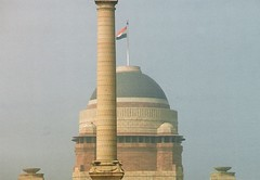 Viceroy's Palace (Lutyens) and Jaipur Column (sftrajan) Tags: horses india architecture arquitectura zoom telephoto dome empire imperial architektur  architettura viceroy newdelhi architectuur nct arkitektur indianflag  architektura    changingtheguard britishraj  jaipurcolumn      ptszet
