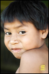 grimace (Eduardo Oliveira) Tags: girls light portrait people woman color eye girl face kids female portraits canon hair children kid eyes women pretty child retrato indian rosto ndio kuikuro kuikuru