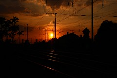 Altsonne ber alter Stadt/ old sun above old town (Andreas Gosch) Tags: sun evening abend rail bahnhof sonne sation schinen