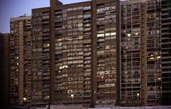 Ägypten 1999 (540) Kairo (Rüdiger Stehn) Tags: القاهرة kairo alqāhira unterägypten nordägypten bauwerk profanbau haus hochhaus gebäude afrika ägypten egypt nordafrika 1999 winter urlaub dia analogfilm scan slide 1990er 1990s diapositivfilm analog kbfilm kleinbild canoscan8800f canoneos500n 35mm stadt misr مصر