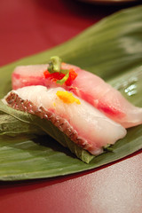 Izumi's Tai & Suzuki (Herman Au - http://www.hermanau.com) Tags: food sushi sashimi tai nigiri japanesefood suzuki izumi freshness eatout traditionaljapanese gormet tastyfood mintleaf bestsushi eatingart bistrol hermanau