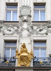 Praha/Prague/Prag-Secesni fasada domu pobliz Parizske tridy (vratsab) Tags: fall night czech herbst 2006 v bohemia podzim republika czechia ceska cechach prazske nocniobrazky