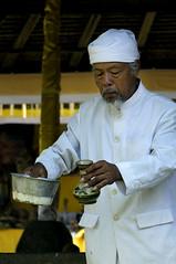 (Agron) Tags: bali man water indonesia temple religion culture kuta agrondragaj nikond2xs