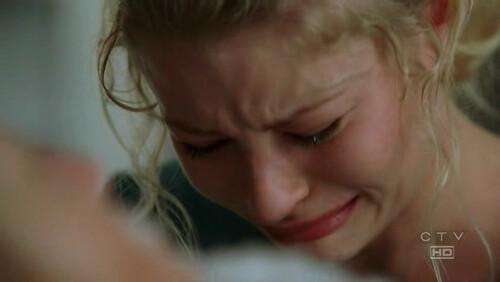 Claire sin consuelo ante la pedida de su madre