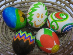Happy Easter eggs (Fe em Brasil) Tags: abstract flower easter basket cross five tomb kitsch eggs smileyface newlife chocolateegg ressurection paintedeggs views1750 avisi photominoalphabet