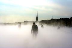 Bordeaux, Le Miroir d'eau (Calinore) Tags: france silhouette big zombie bordeaux selection sur brouillard brume aquitaine vapeur disponible top150 tirage ejl miroirdeau gtest ejl1 wwwphotoartsizefr selectionneespargetty ejllavillerve