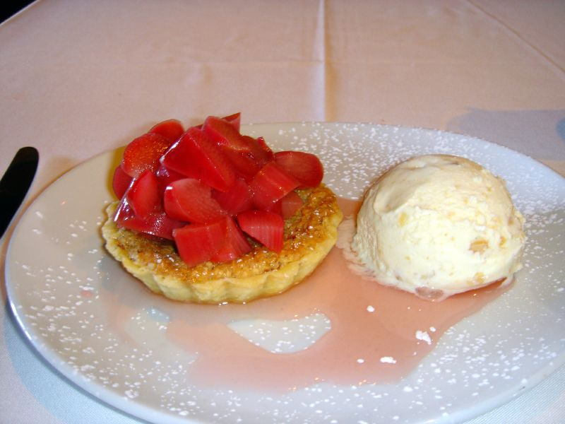 Warm almond tartlette with rubarb and marcona almond ice cream